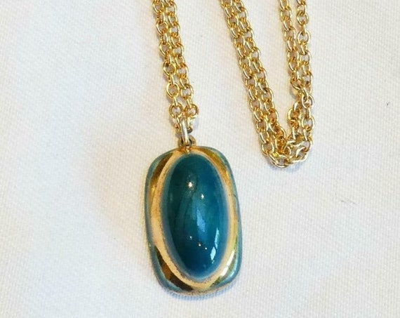 Lovely vintage goldtone ceramic turquoise and gold pendant necklace