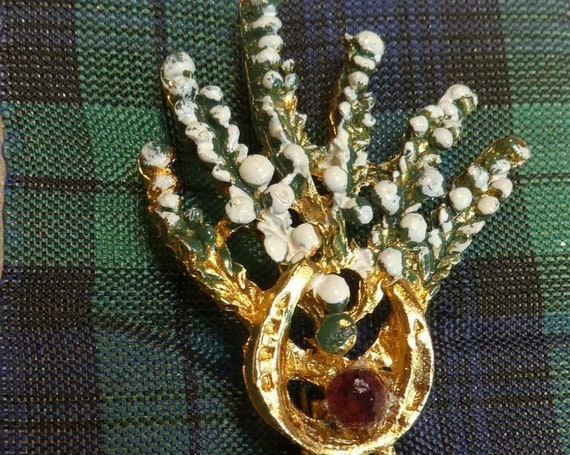 Vintate - The Crafty Scotsman Goldtone White/Green Enamel Lucky Heather brooch