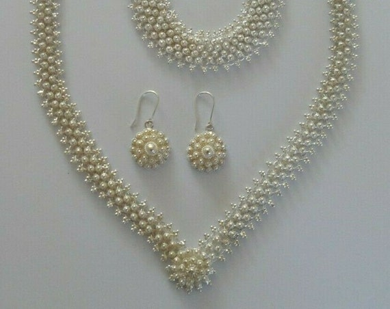 Vintage matching set of necklace, bracelet and earring in an attractive design