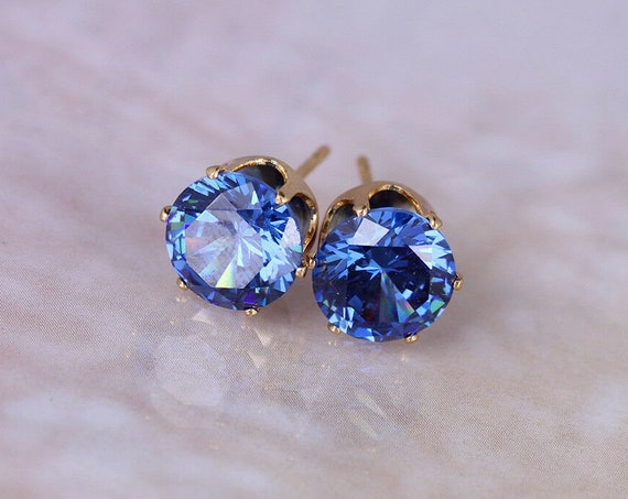 Lovely 18ct gold filled royal blue 8mm sapphire crystal stud earrings
