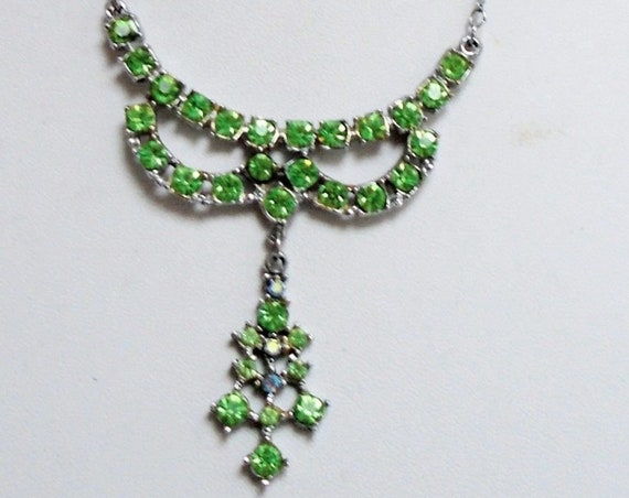 Wonderful vintage green glass  necklace
