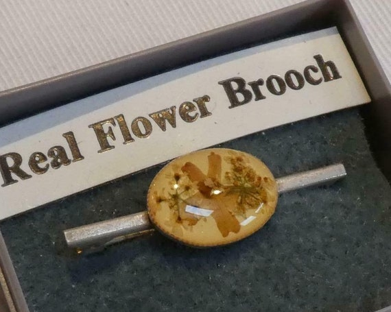 Pretty vintage  Oval Real Pressed Flowers Bar brooch