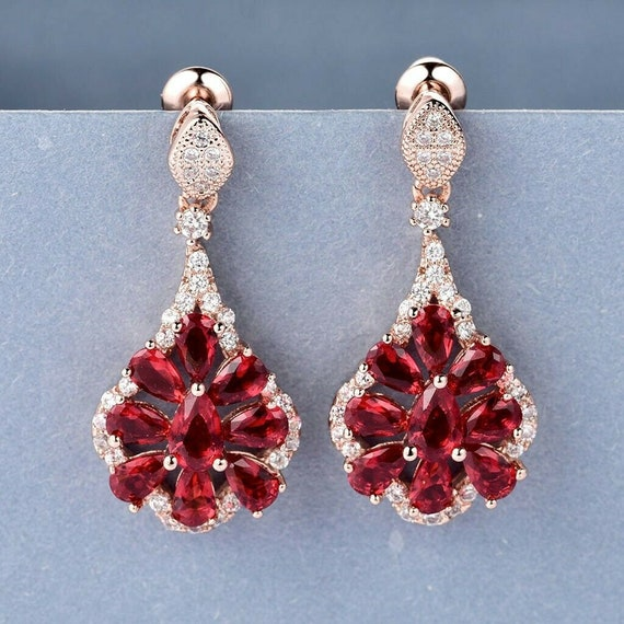 Lovely 18 ct gold filled Deco style ruby red crystal   dangle leverback earrings