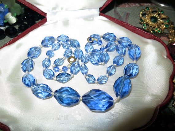 Beautiful vintage Deco hand knotted faceted blue glass bead necklace