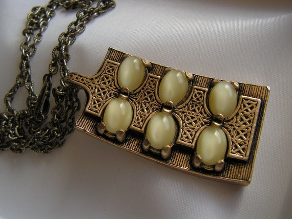 Large vintage Scottish Miracle yellow opal glass pendant necklace