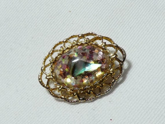 Lovely vintage Goldtone  Oval Encapsulated Abalone Confetti brooch