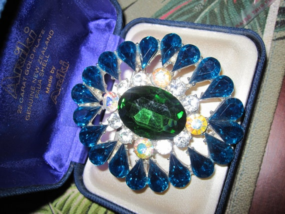 Lovely vintage large silvertone green, blue and clear glass brooch