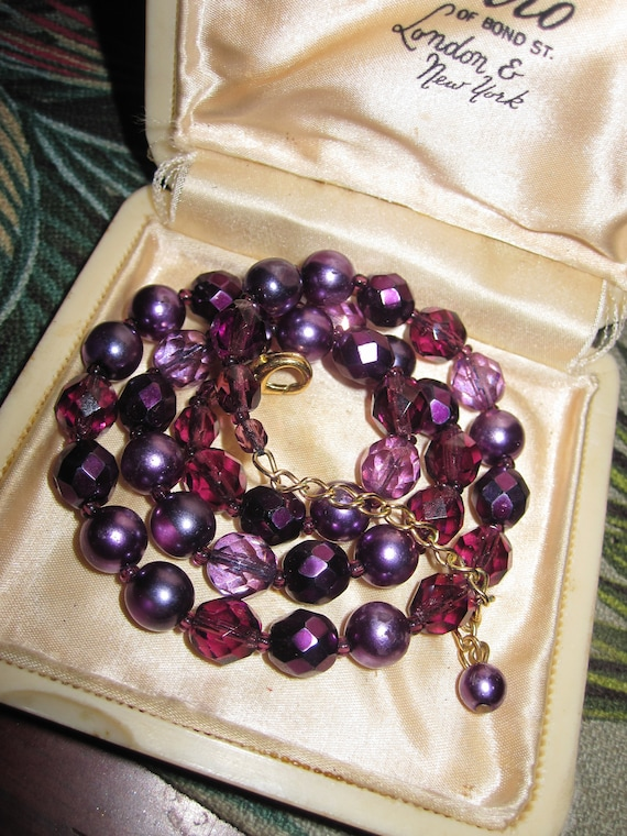 Lovely vintage  vintage faceted purple glass faux pearl beaded necklace