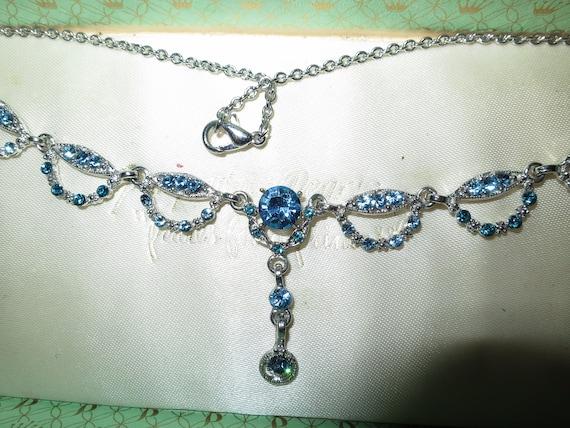 Lovely vintage Deco style silvertone blue glass   necklace
