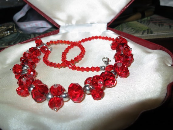 Lovely vintage  ruby red  faceted crystal necklace