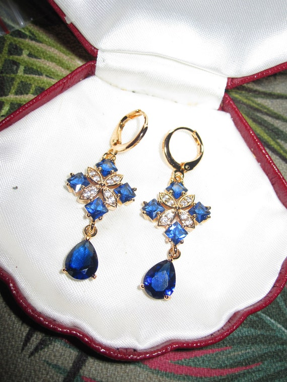 Lovely 18ct gold filled clear and blue sapphire glass dangle earrings