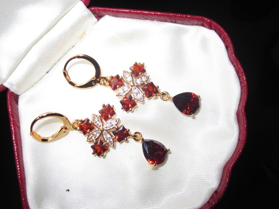 Lovely 18ct gold filled clear and ruby red glass dangle earrings