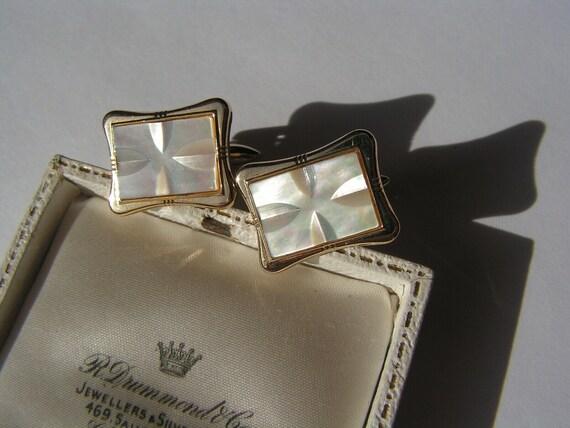 Wonderful Vintage 1940s genuine mother of pearl cufflinks
