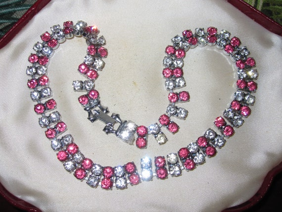 """Beautiful vintage pink and clear glass choker necklace 15.5"""""""
