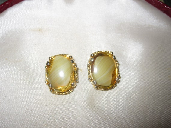 Lovely vintage Scottish banded olive glass clip on earrings