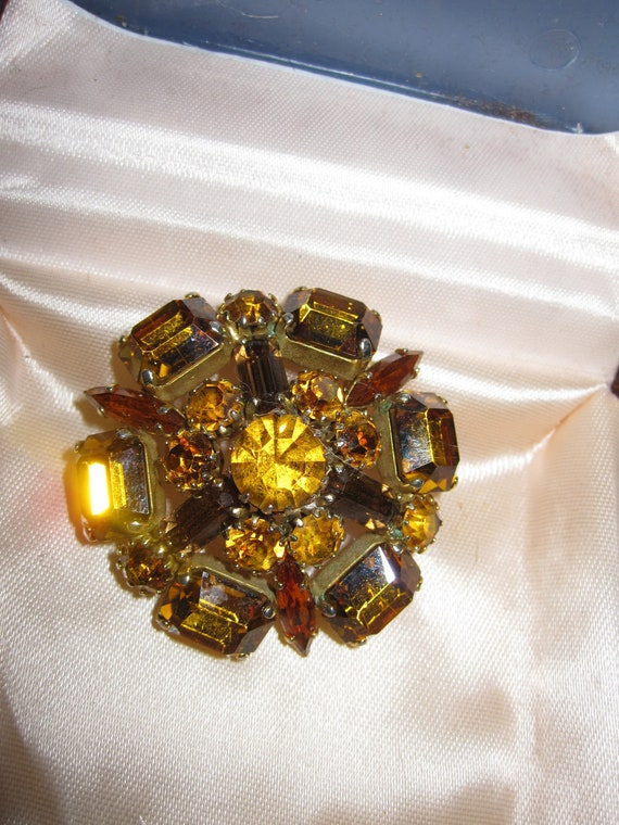 Lovely vintage amber and topaz glass rhinestone domed brooch
