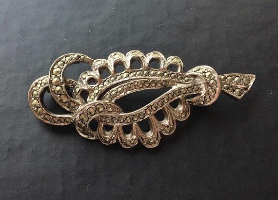 Attractive 1950s    silvertone marcasite  brooch
