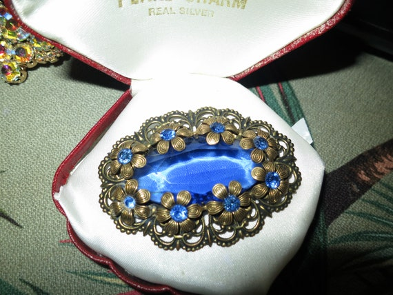 Superb vintage goldtone Czech blue rhinestone brooch