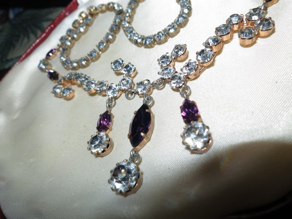 Lovely vintage 1950s goldtone clear and amethyst glass dropper necklace
