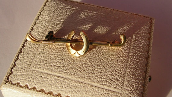 Lovely vintage goldplated Equestrian  horseshoe and crop brooch