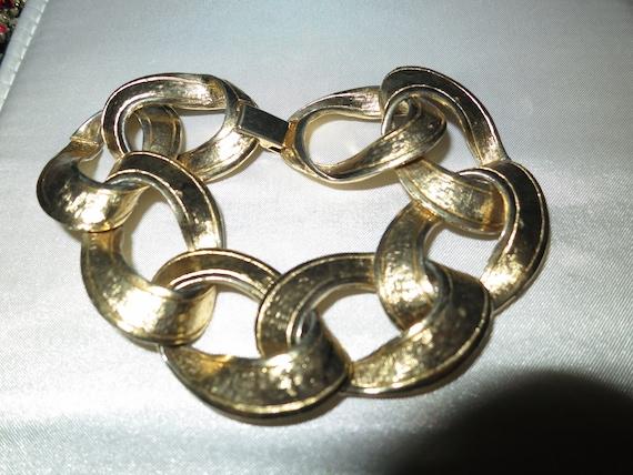 Lovely vintage goldtone link bracelet
