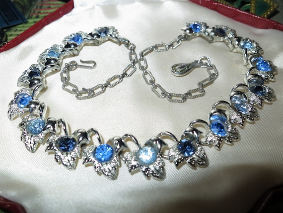 Charming vintage 1950s coro style silvertone blue rhinestone necklace