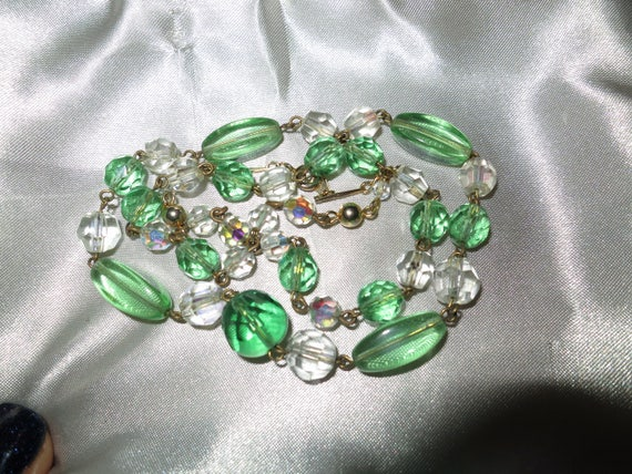 Beautiful vintage Light Green AB Crystal Cut Glass Bead Necklace