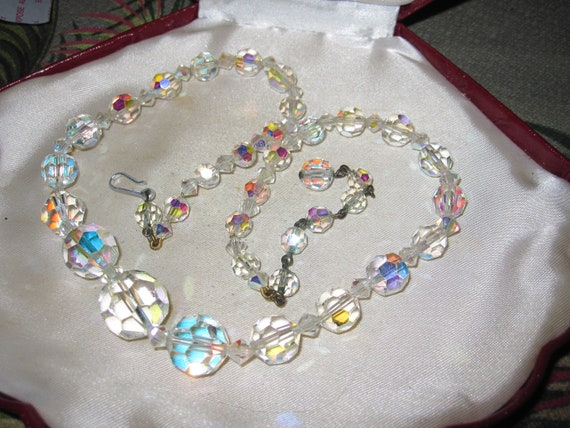 Beautiful vintage sparkly 13mm aurora borealis crystal necklace 18 inches