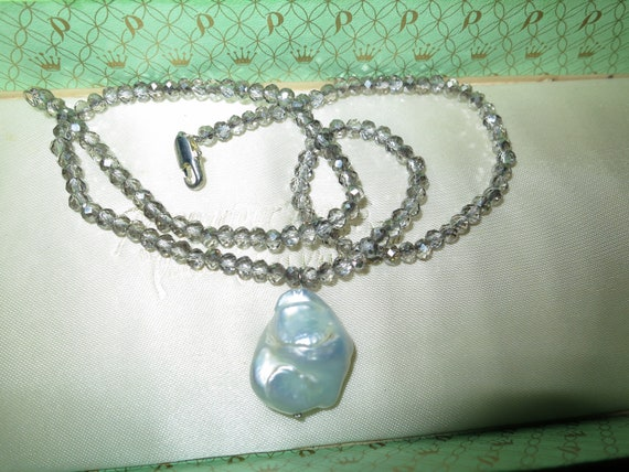 """Lovely 4mm grey crystal and genuine Keshi Pearl pendant necklace 18"""""""