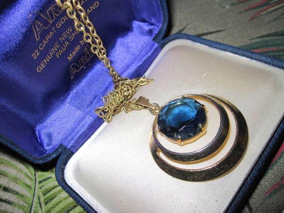 Lovely vintage modernist Goldtone  Chain  Blue Glass pendant necklace
