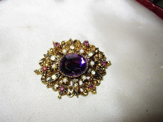 Gorgeous vintage Art Deco gold metal faceted purple glass seed pearl brooch
