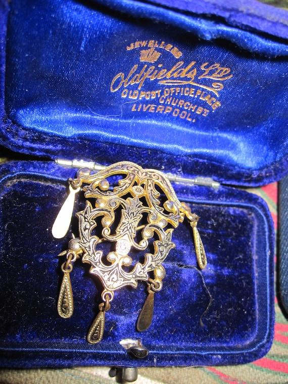 Charming vintage gold metal damascene dangly brooch