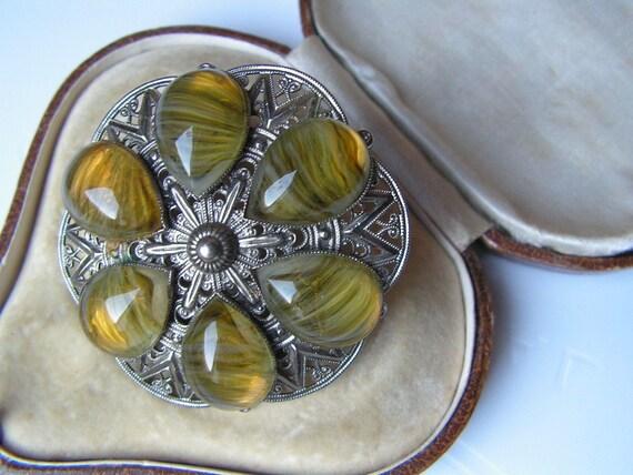Lovely vintage Scottish olive banded glass decorative  brooch