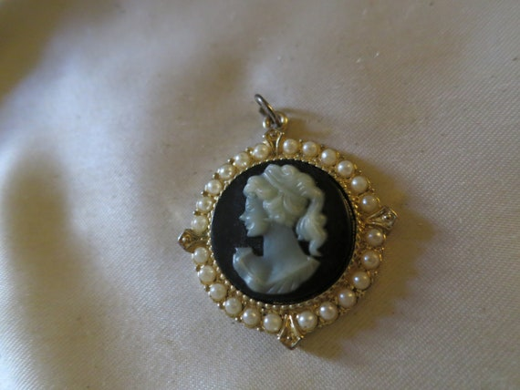 Lovely vintage cameo carved resin and diamante glass   pendant