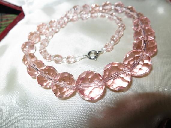 Wonderful vintage art deco salmon pink   facet cut glass bead necklace