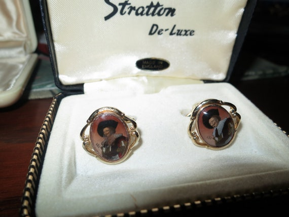 Vintage pair of Stratton  Laughing Cavalier cufflinks, boxed