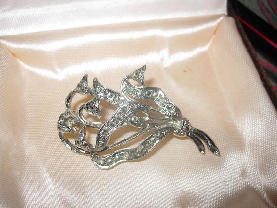 Wonderful vintage silvertone marcasite floral brooch