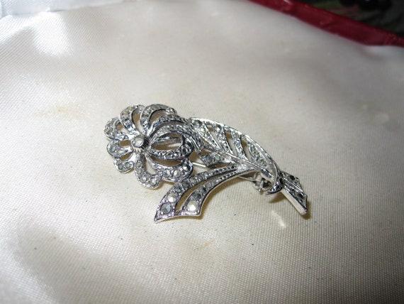 Lovely vintage silvertone sparkly marcasite flower brooch
