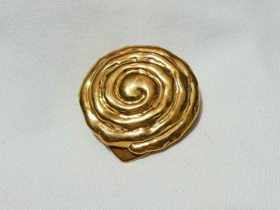 Wonderful vintage Goldtone Modernist  Abstract Swirl dress or scarf clip