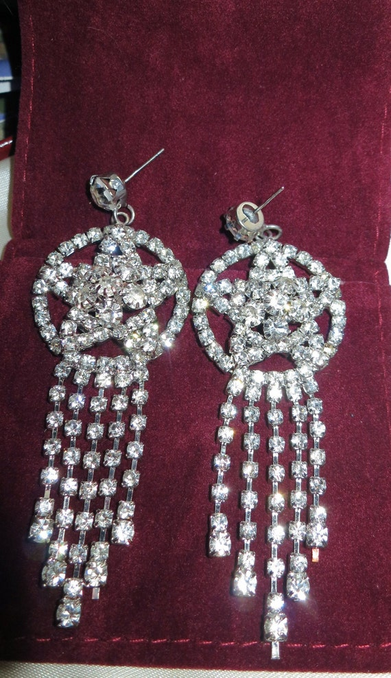Lovely  vintage Silvertone  Sparkly Crystal Star  Drop earrings for pierced ears