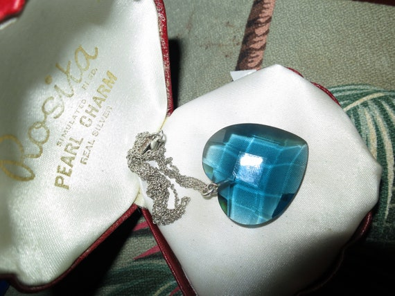 Beautiful vintage silvertone faceted blue glass heart necklace