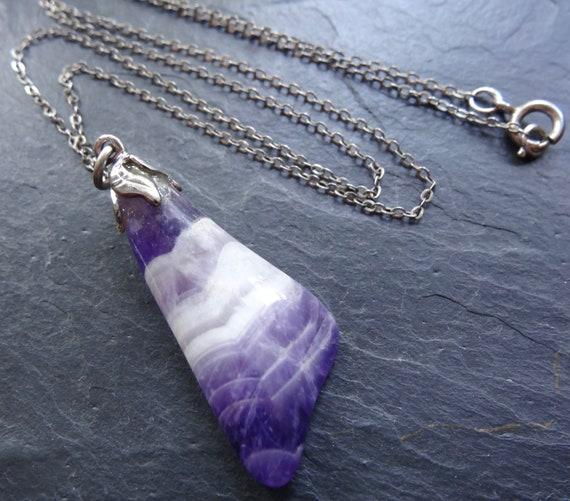 Lovely vintage  sterling silver purple agate pendant necklace