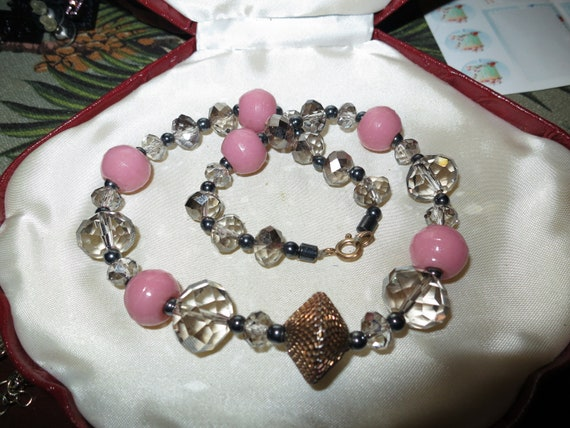 Lovely vintage faceted sparkly aurora borealis   pink glass necklace