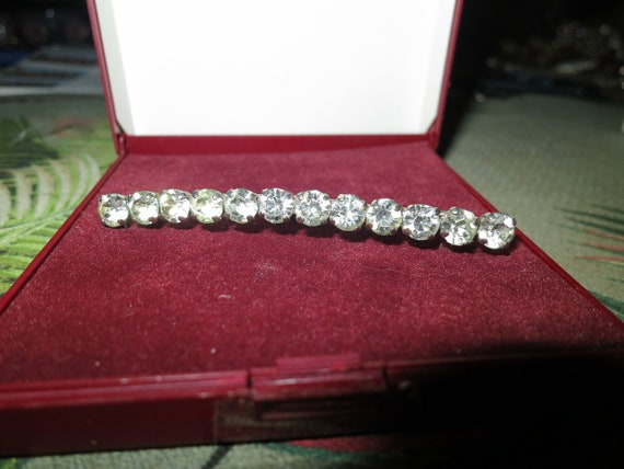Charming vintage Deco silvertone diamante bar brooch 3 inches