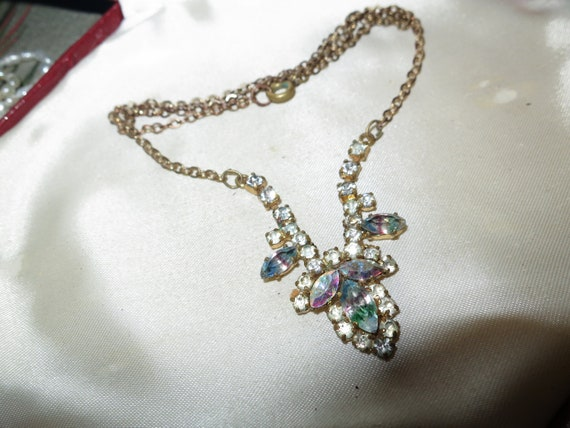 Lovely vintage goldtone rainbow and clear glass necklace  16 inches long