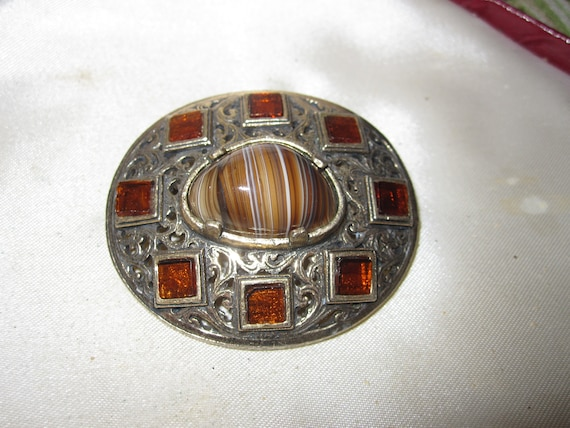 Beautiful  vintage goldtone Scottish celtic amber glass brooch