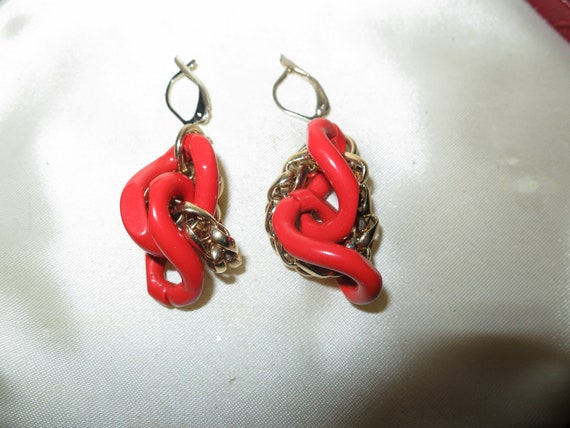 Beautiful vintage goldtone coral enamel and gold   dropper earrings