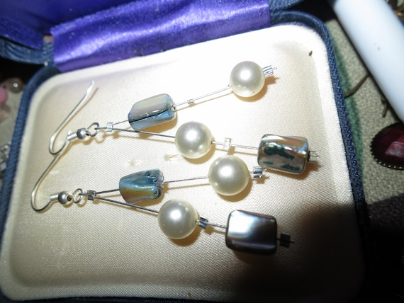 Fabulous pair of vintage  fx pearl and mother of pearl earrings