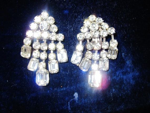 Gorgeous vintage sparkly foil back rhinestone dropper clip on earrings