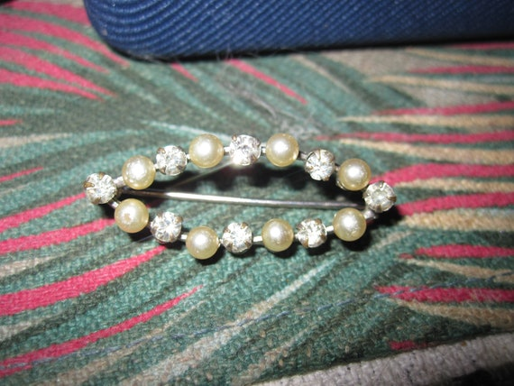 Charming  vintage Edwardian silver metal   glass seed pearl   brooch